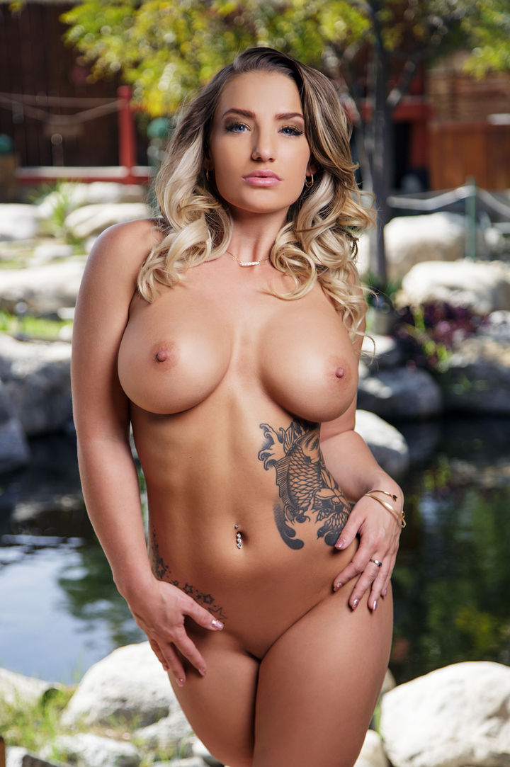 Cali Carter's VR Porn Videos