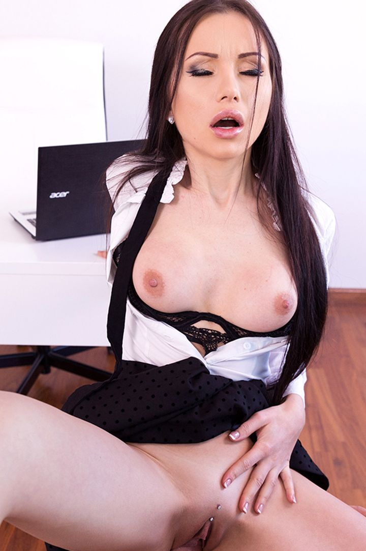 Sasha Rose's VR Porn Videos