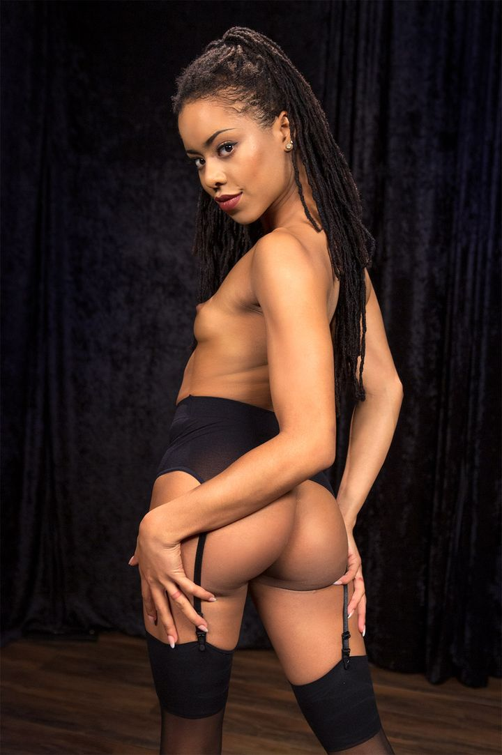 Kira Noir's VR Porn Videos, Bio & Free Nude Pics