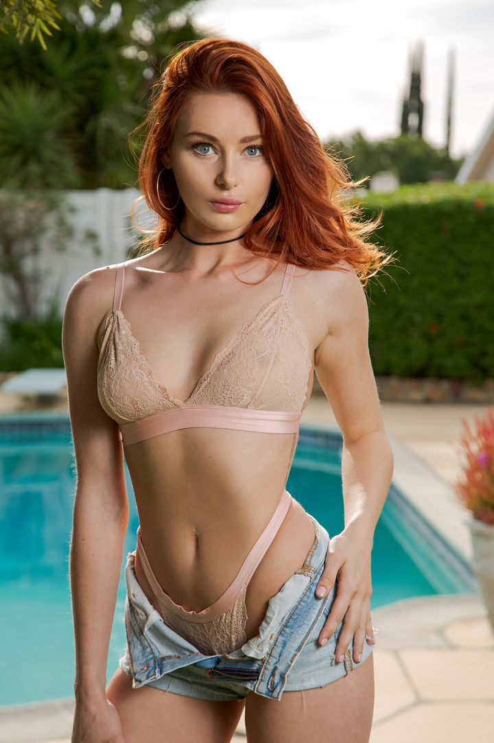 Lacy Lennon's VR Porn Videos and Pics   BaDoinkVR