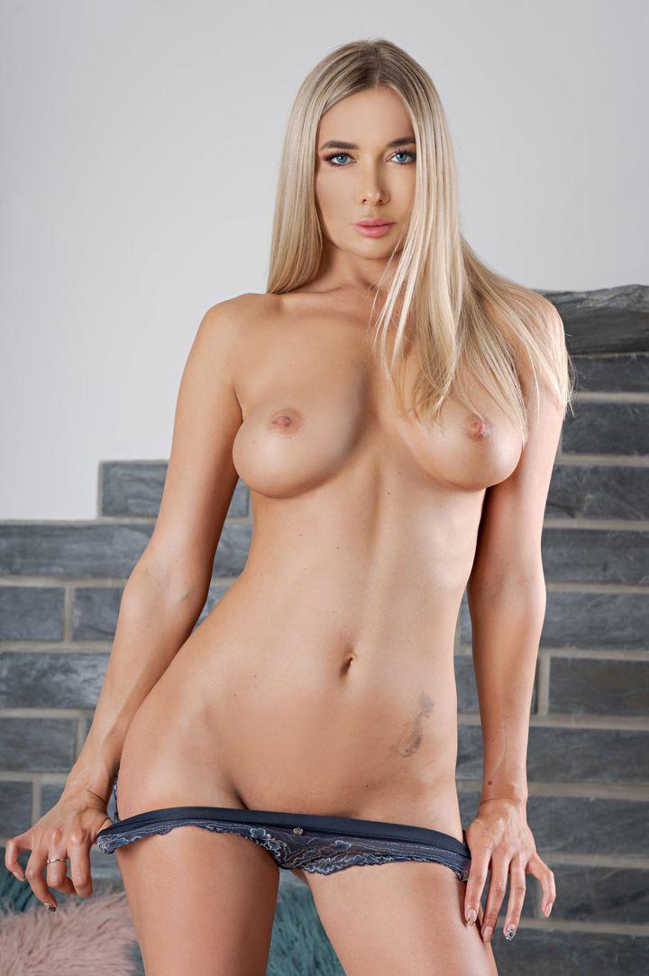 Polina Maxim's VR Porn Videos