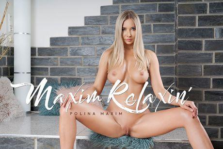 Maxim Relaxin' VR Porn Video