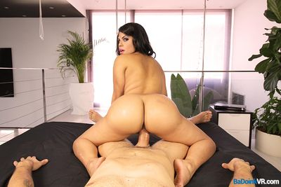 Latina Ass Shake VR Porn Video